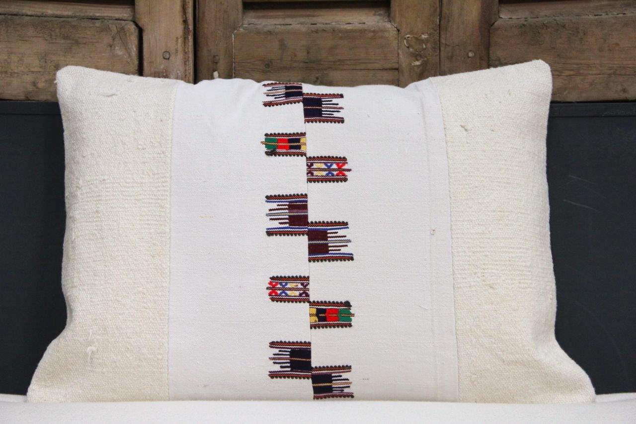 Kussen uit Turkije  60cm x 40cm incl binnenkussen katoenen achterkant (beige) Nr 48018