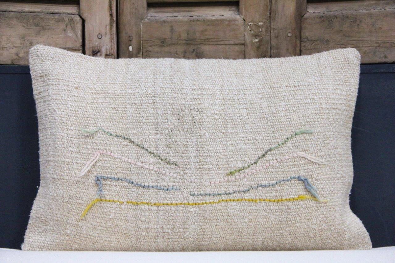Kussen uit Turkije  60cm x 40cm incl binnenkussen katoenen achterkant (beige) Nr 48026