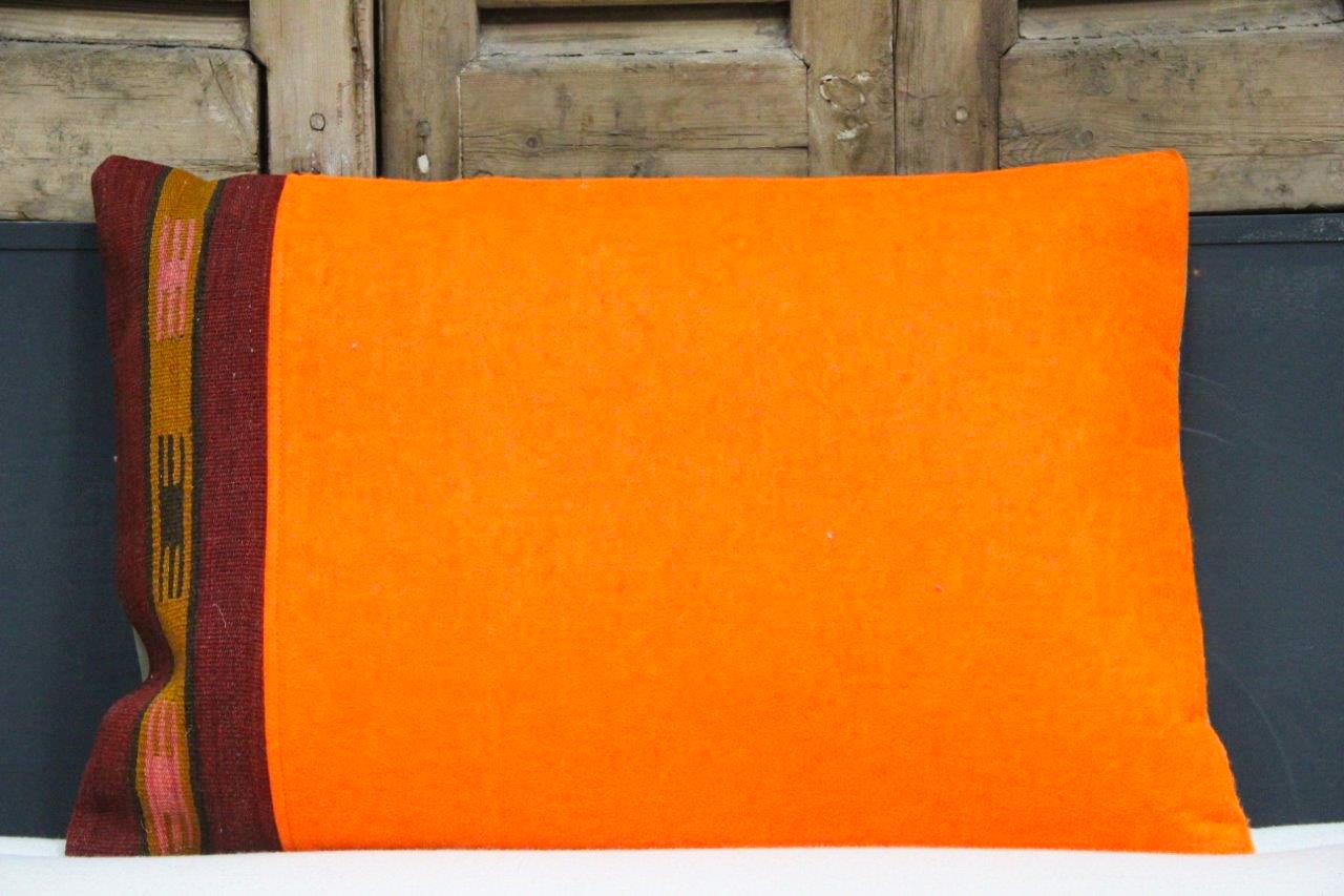 Kussen uit Turkije  60cm x 40cm incl binnenkussen katoenen achterkant (beige) Nr 48034